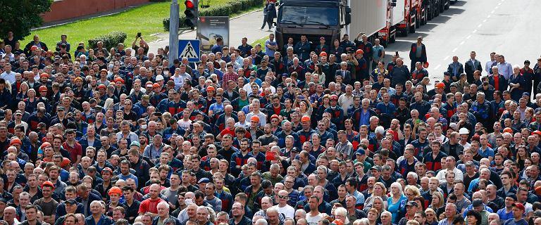 Protesty na Białorusi. Akcje strajkowe w zakładach pracy [NA ŻYWO]