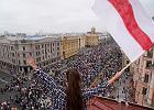 Łukaszenka blokuje internet i wyrzuca dziennikarzy