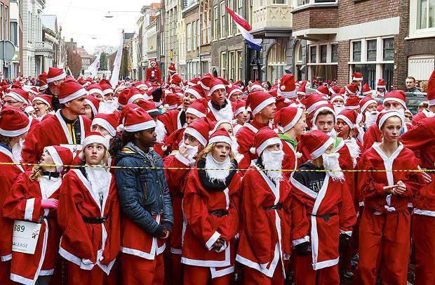 Holandia, coroczny charytatywny bieg mikołajów wDordrecht organizowany przez miejscowy klub rotarian