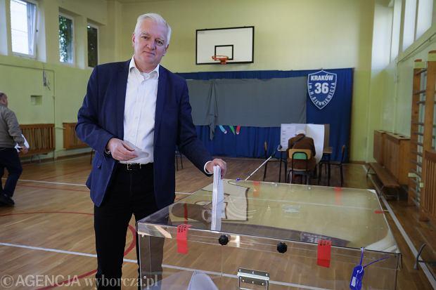 Wicepremier Jarosław Gowin podczas głosowania w Krakowie