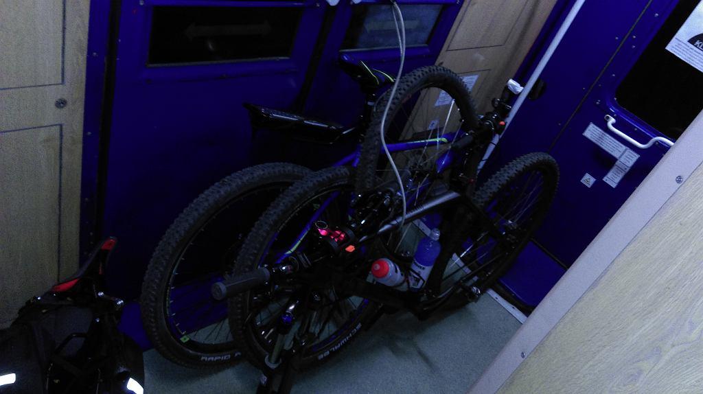 Rowery podróżują bez przedziału rowerowego