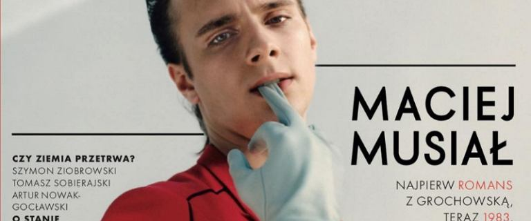 Totalnie odmieniony Maciej Musiał pozuje bez koszulki. Ale przypakował!