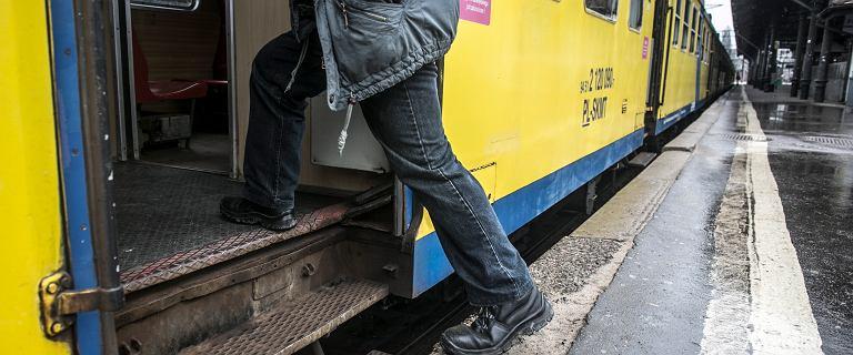 Udusił pasażera pociągu. Nie stanie przed sądem, bo był niepoczytalny