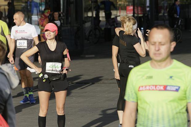 Zdjęcie numer 16 w galerii - Ponad 1200 biegaczy na starcie 37. Toruń Maraton, wygrał Łukasz Oskierko [ZDJĘCIA]