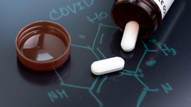 Obiecujące wyniki nowego leku. Zauważyli znaczny spadek miana wirusa już po pięciu dniach