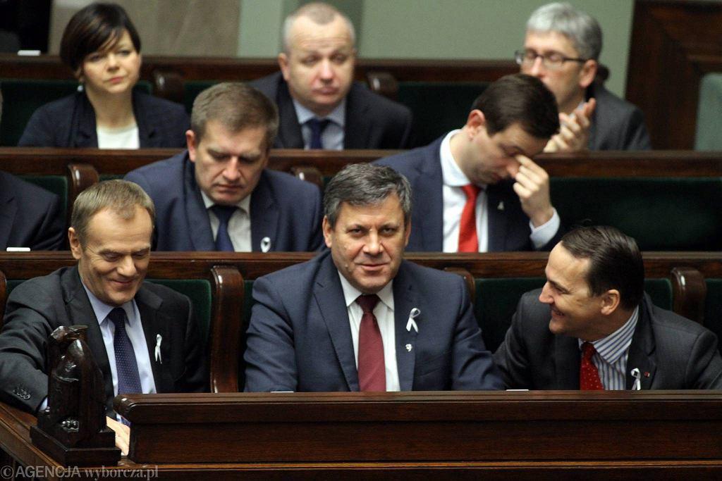 6 grudnia 2013 r. Członkowie Rady Ministrów podczas debaty i głosowań o reformie OFE