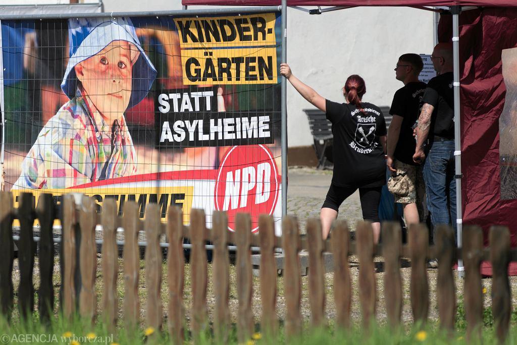 Festiwal ' Tarcza i miecz ' w rocznice urodzin Adolfa Hitlera odbywa się w niemieckim Ostritz .