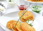 Rodzinne śniadanie mistrzów: omlety, racuchy, kasza, owsianka [PRZEPISY]