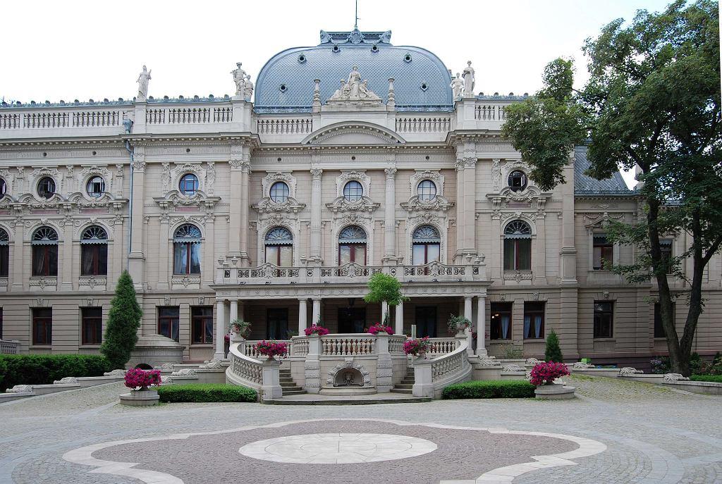 Pałac Poznańskich od strony ogrodu latem, Muzeum Miasta Łodzi / Fot. B. Szafrańska, CC-BY-SA 3.0.