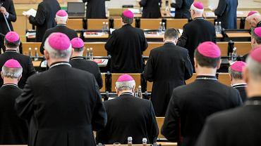 Obowiązkowa religia lub etyka? Jest komunikat Episkopatu ws. pomysłu Czarnka