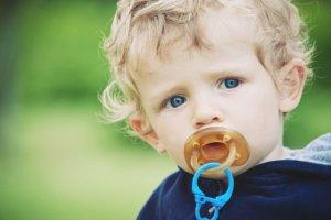 Jak odzwyczaić dziecko od smoczka? [SPRAWDZONE SPOSOBY]