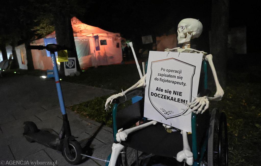 Białe miasteczko 2.0 w Warszawie. Medycy protestują