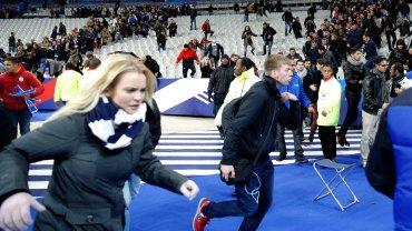 Zamach w Paryżu. Kibice uciekają ze stadionu w panice