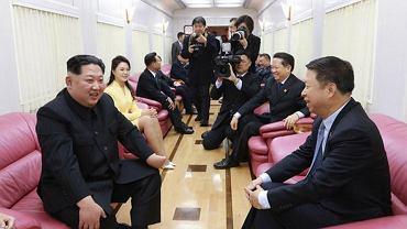 Kim Dzong Un podejmuje gości w swoim pociągu