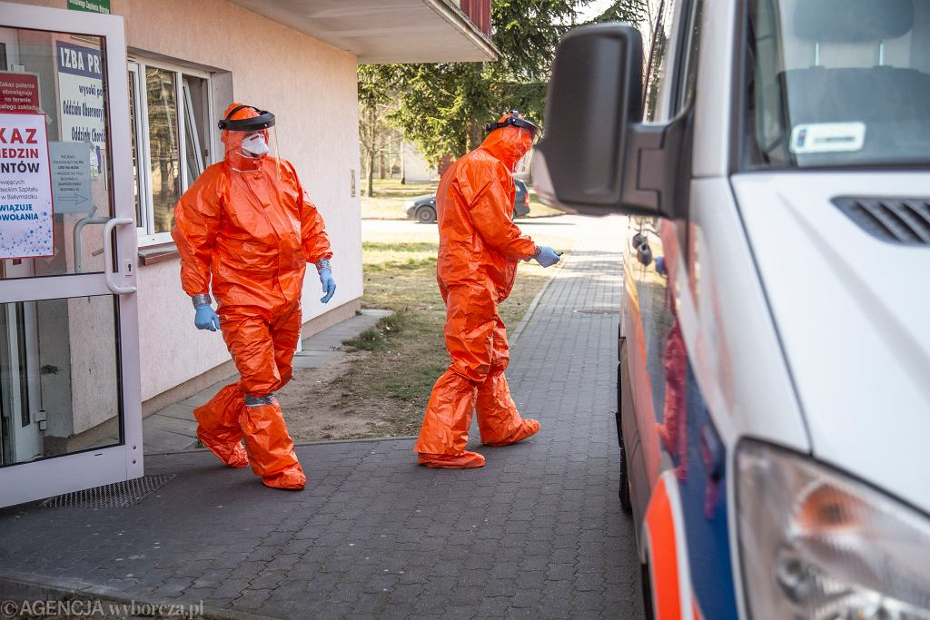 Koronawirus w Polsce (praca ratowników - zdjęcie ilustracyjne)