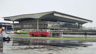 Widok Dworca Centralnego od strony ul. Emilii Plater/1986 rok