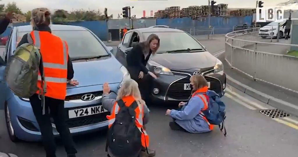 Londyn. 'Muszę do roboty, k***a!'. Polka wśród kierowców oburzonych protestem na drodze