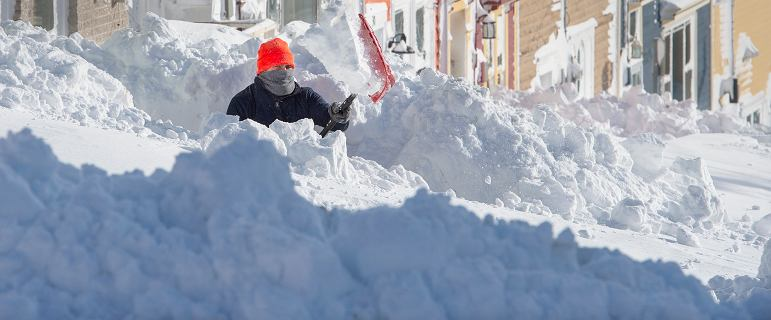 W Kanadzie spadła ogromna ilość śniegu. Ludzie zostali zasypani w domach