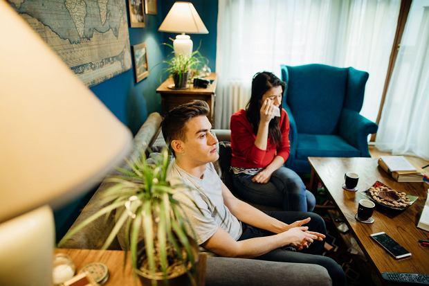 Klasyczne, od lat niezmienne przyczyny rozwodów to niezgodność charakterów, zdrady, nadużywanie alkoholu. Dziś także 'opuszczenie emocjonalne': - To się skrada pomalutku. Ludzie po dwóch latach orientują się, że są współlokatorami - mówi Krystyna Rek / Fot. Shutterstock.com