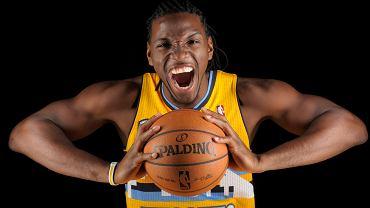 Przez kilka ostatnich dni zespoły NBA organizowały tzw. media day, czyli dni dla mediów. Zdjęcia, wywiady, nawet internetowe czaty - wszyscy byli do dyspozycji dziennikarzy i fanów. Udało się więc uchwycić kilka niezłych ujęć. Na zdjęciu: Kenneth Faried z Denver Nuggets.