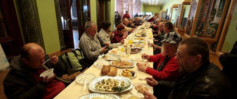 Nie wyrzucaj jedzenia po świętach. Możesz przekazać je potrzebującym