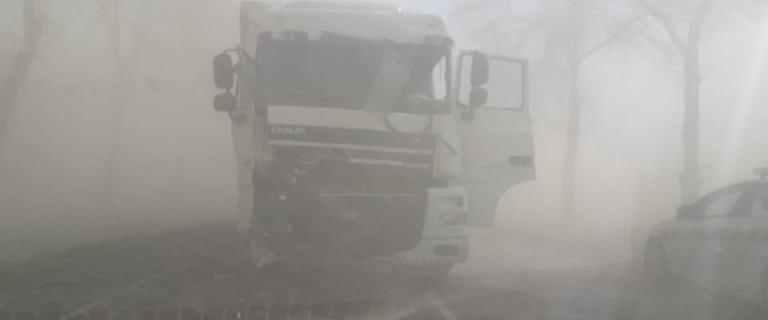 Burza piaskowa na Mazowszu. Na drodze nr 60 doszło do kolizji 2 ciężarówek