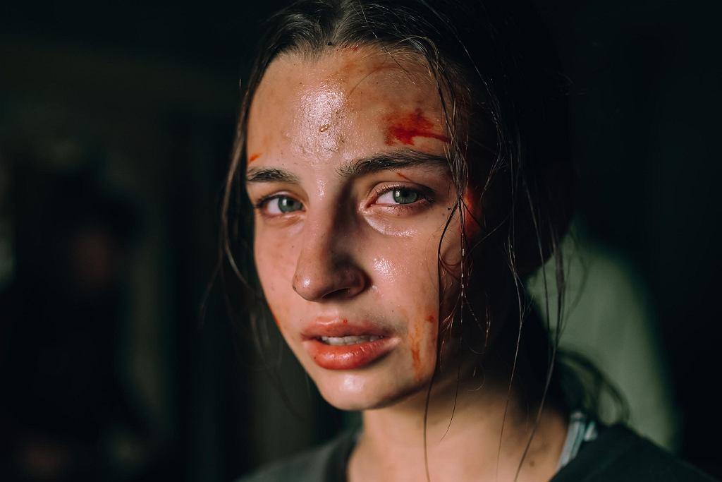 Julia Wieniawa jako Zosia, pierwsza polska 'finałowa dziewczyna', bohaterka horroru 'W lesie dziś nie zaśnie nikt' Bartosza M. Kowalskiego