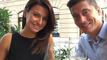 Anna Lewandowska i Robert Lewandowski bawią się na ślubie Anny Korcz