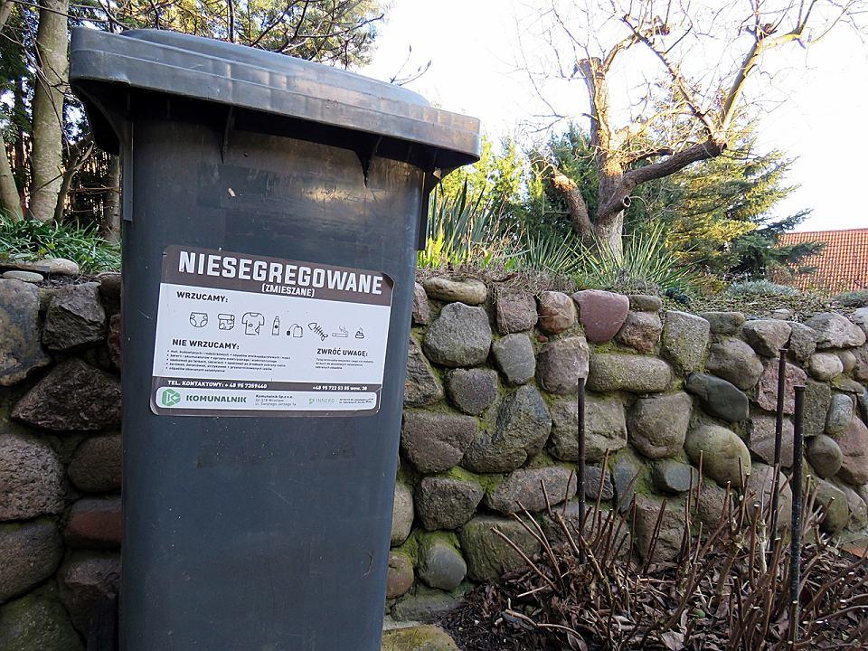 Zdjęcie numer 2 w galerii - Od dziś wszyscy segregujemy śmieci. Niektórzy wciąż nie mają kubłów i worków
