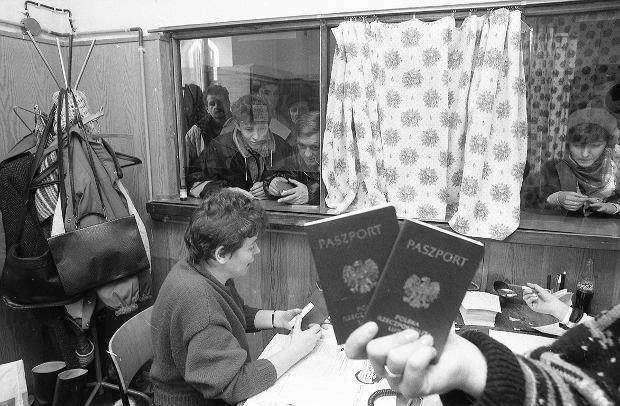 1989: Warszawa, wydział paszportowy na Woli