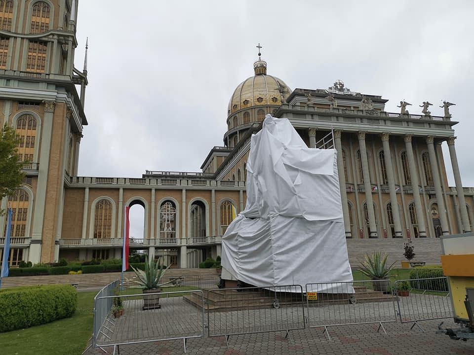 """Po """"Tylko nie mów nikomu"""" zasłonięto pomnik papieża i ks. Makulskiego"""