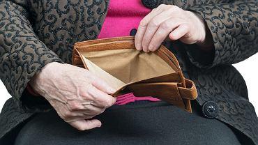 Wielu emerytów nie stać na spłatę zaciągniętego w banku kredytu. Najczęściej spłaca go najbliższa rodzina