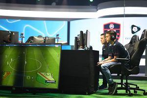 Najlepsi polscy e-sportowcy w grze FIFA mogą walczyć o miliony złotych. Współpracują z psychologami, mają treningi fizyczne