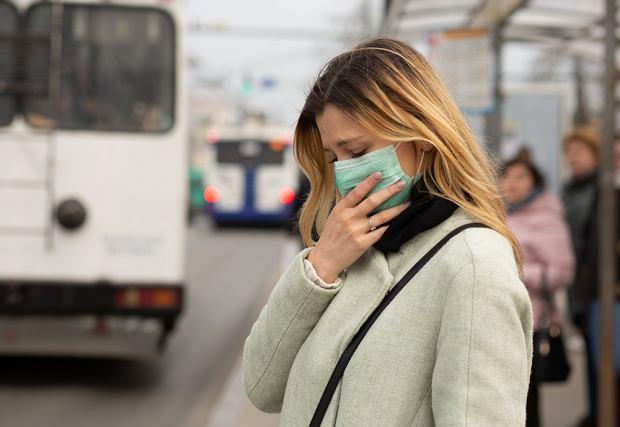Jak odróżnić COVID-19 od przeziębienia, grypy lub alergii