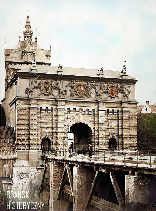 Zdjęcie numer 6 w galerii - Zdjęcia przedwojennego i powojennego Gdańska w kolorze. Zieleń drzew i czerwone cegły Bazyliki Mariackiej