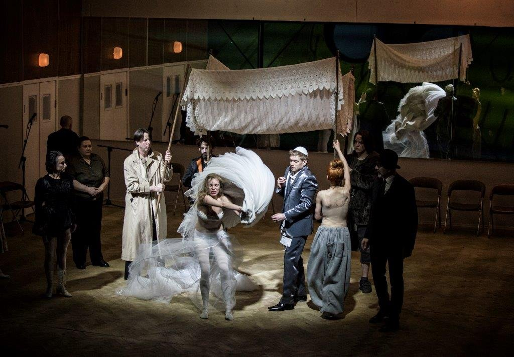 'Dybuk' w reżyserii Mai Kleczewskiej w Teatrze Żydowskim w Warszawie