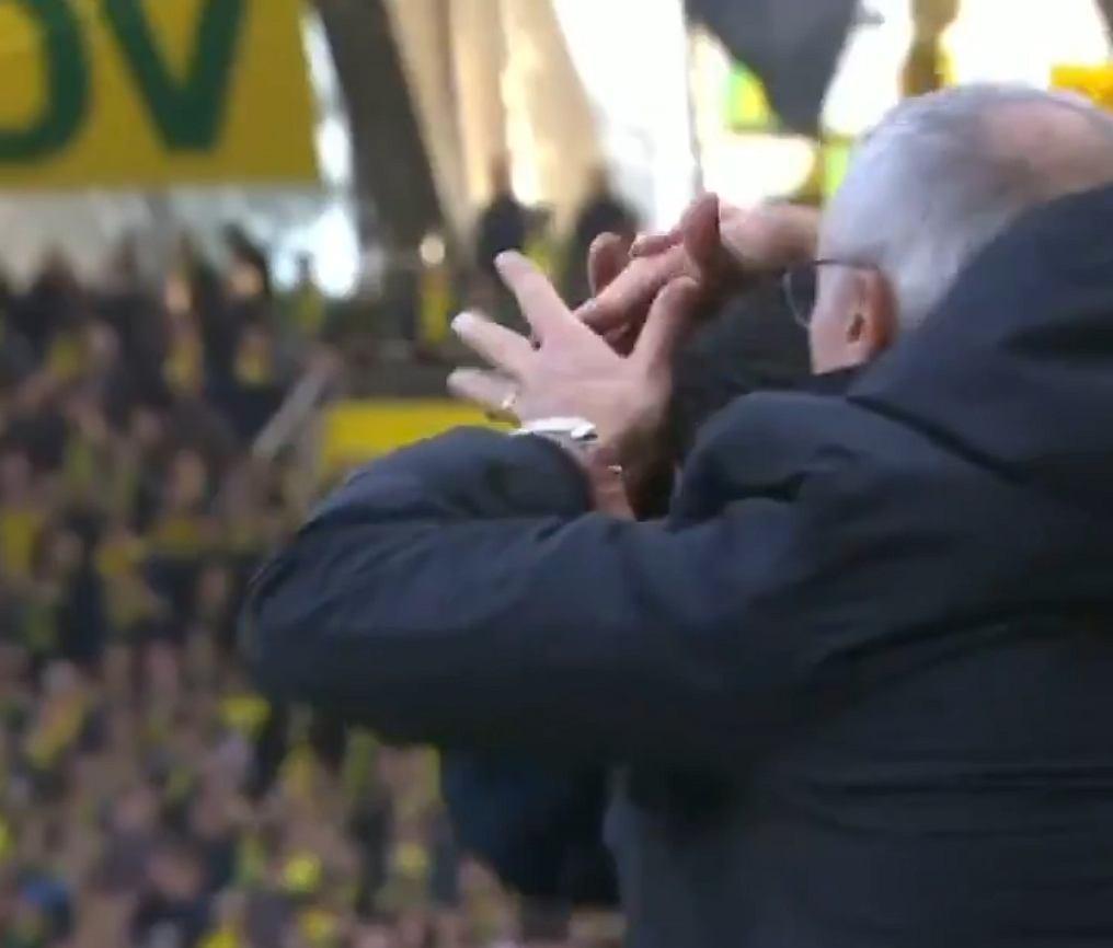 Claudio Ranieri łapie za głowę sędziego technicznego