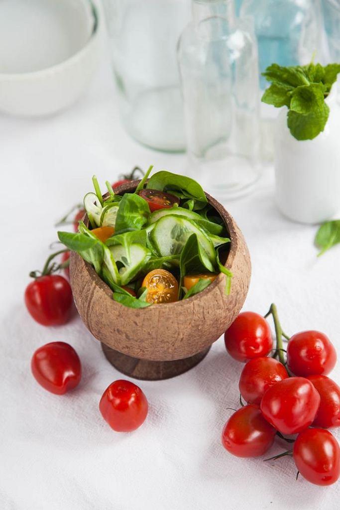 Chrupiąca sałatka z warzywami i pestkami dyni