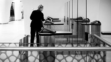 Zabezpieczenia w biurowcu Warsaw Spire podczas pandemii koronawirusa