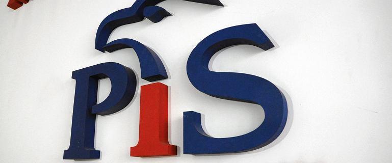 Radni PiS poparli wójt zatrzymaną przez CBA. Zostali wyrzuceni z klubu
