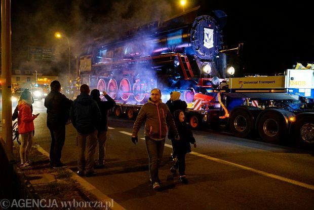 Zdjęcie numer 0 w galerii - Lokomotywa Lecha Poznań przejechała ulicami miasta pod stadion przy Bułgarskiej [ZDJĘCIA]
