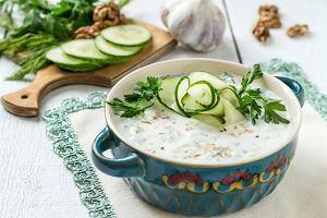 Chłodnik bułgarski czy litewski, hiszpańskie gazpacho czy francuskie vichyssoise? A może letnia zupa owocowa? 8 przepisów na orzeźwiające dania