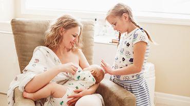 Fotel do karmienia dziecka piersią czy butelką przydaje się zarówno w nocy, jak i w ciągu dnia. Nie sposób go nie docenić.