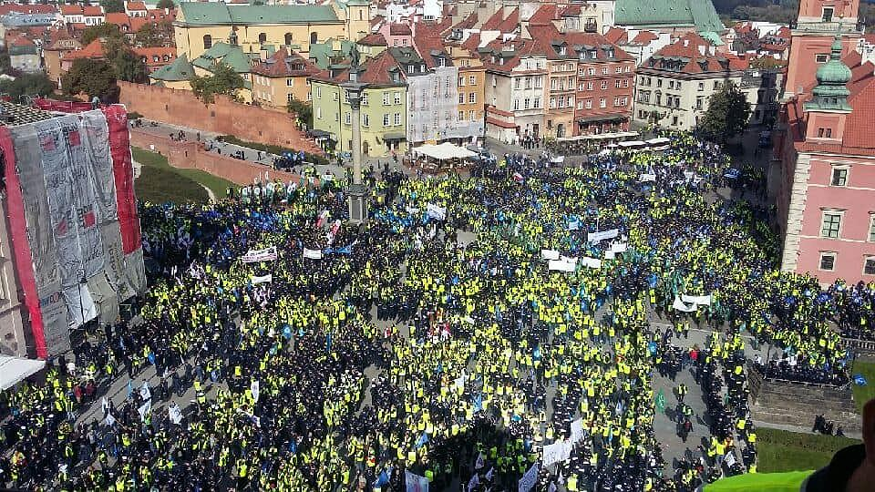 Tłumy mundurowych na manifestacji w Warszawie
