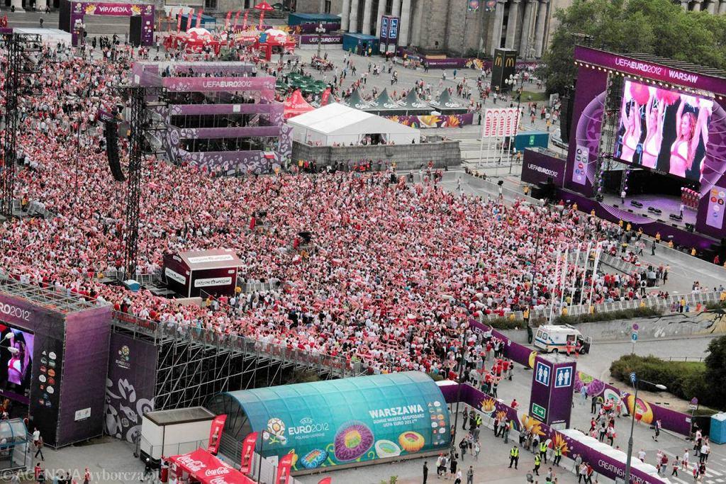 Strefa kibica w Warszawie przed meczem Polska - Rosja