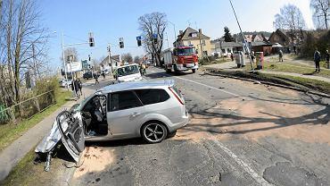 Zniszczone auto osobowe