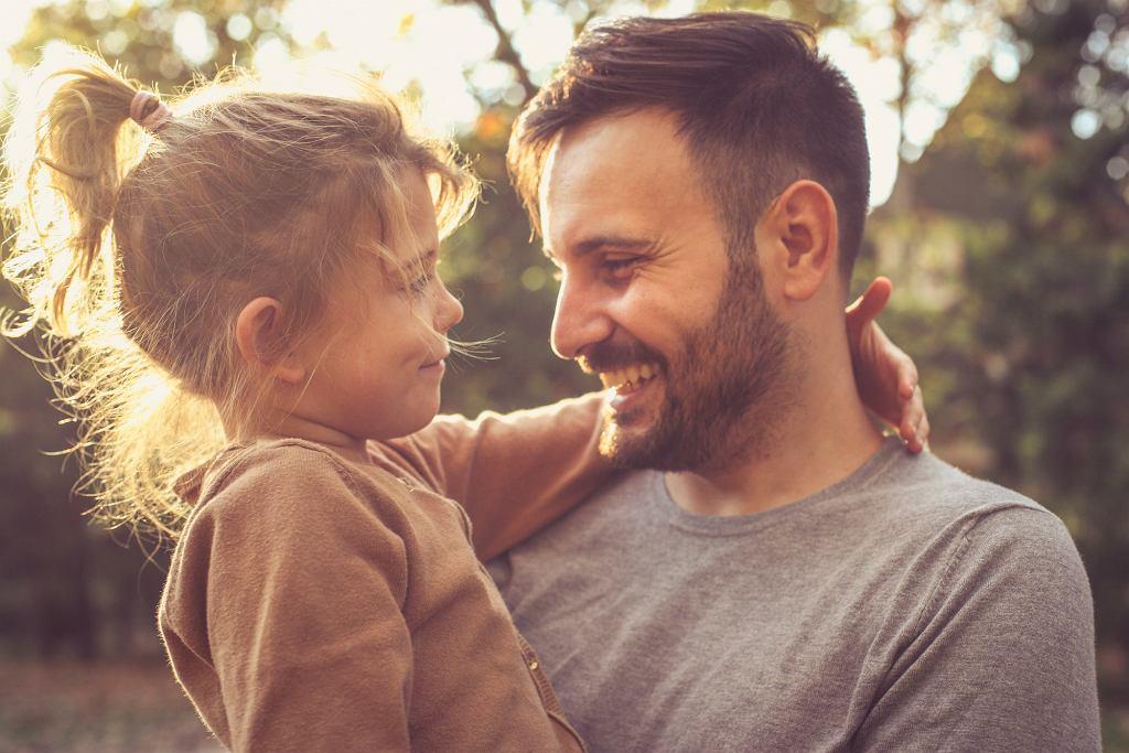Matki nie chcą często wydawać ojcu dziecka. To powoduje rozluźnienie więzi (fot: Shutterstock.com)