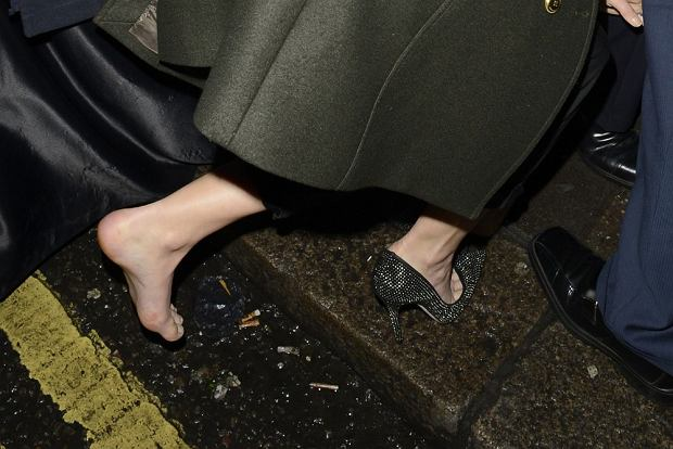 90458, LONDON, UNITED KINGDOM - Friday February 8, 2013. THE STUMBLE GAMES! Jennifer Lawrence falls down on her way into an event in London. The 'Hunger Games' actress was attending a 'Silver Linings Playbook' Dinner at Little House guided by security when she tripped and fell down - losing her shoe in the process. Photograph: ? PacificCoastNews.com **FEE MUST BE AGREED PRIOR TO USAGE** **E-TABLET/IPAD & MOBILE PHONE APP PUBLISHING REQUIRES ADDITIONAL FEES** LOS ANGELES OFFICE: +1 310 822 0419 LONDON OFFICE: +44 20 8090 4079