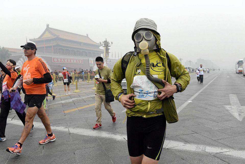 19.10.2014. W Pekinie maraton lepiej biec w masce przeciwgazowej. W Chinach co roku z powodu smogu umiera ponad milion ludzi