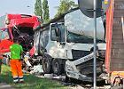 Śmiertelny wypadek w Markach. Zderzyły się trzy ciężarówki. Ogromne utrudnienia